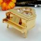 Tischdekoration Piano 51x57mm mit Glas-Steinen -70010